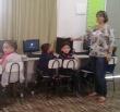 Professora Neuza Perego Perin com os alunos no ambiente Tecnológico Educacional